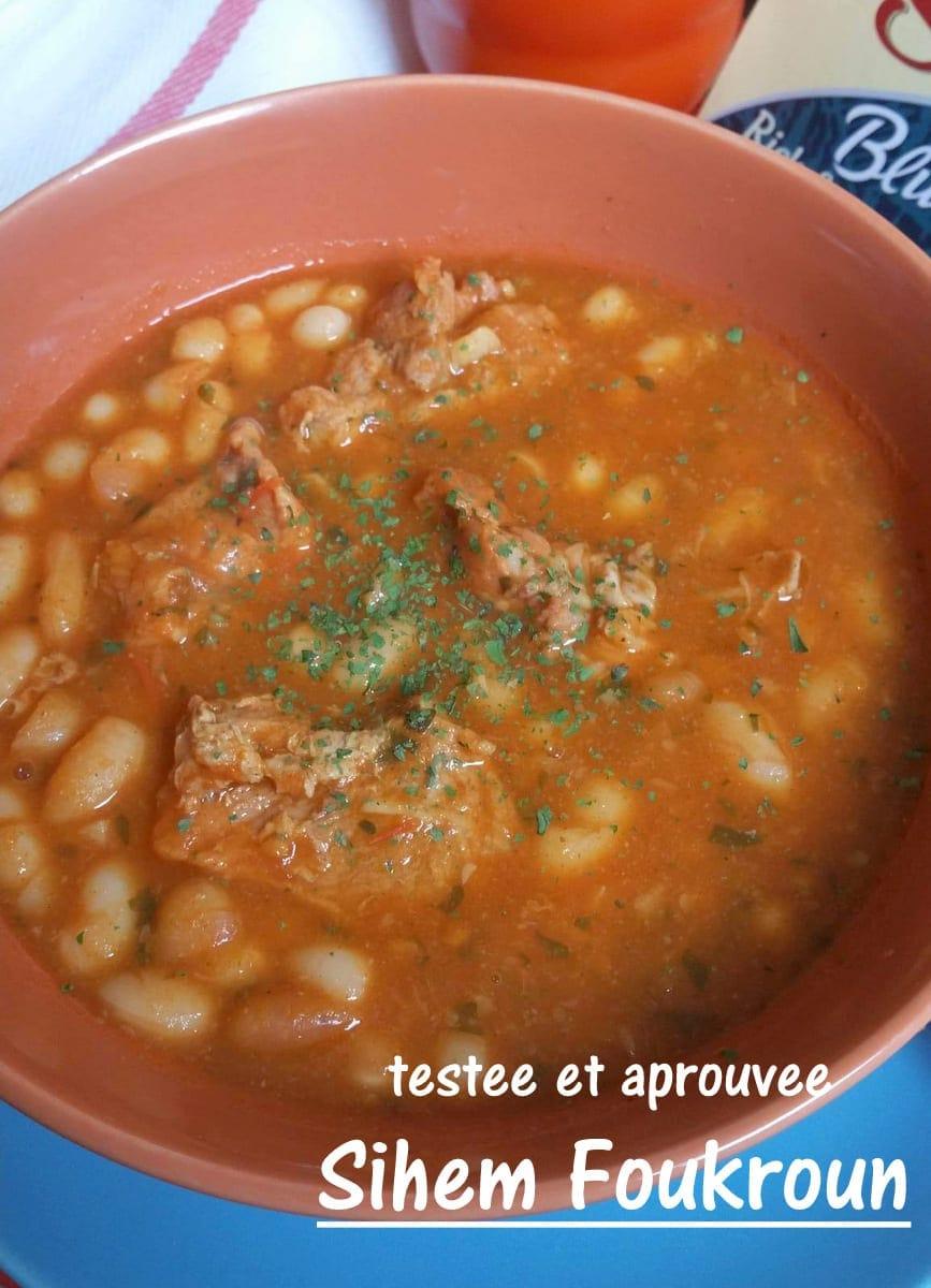 Haricots blancs en sauce rouge loubia