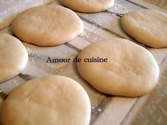 Batbout pain marocain à la farine