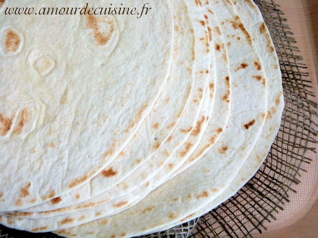 tortillas la farine recette en vid o amour de cuisine. Black Bedroom Furniture Sets. Home Design Ideas