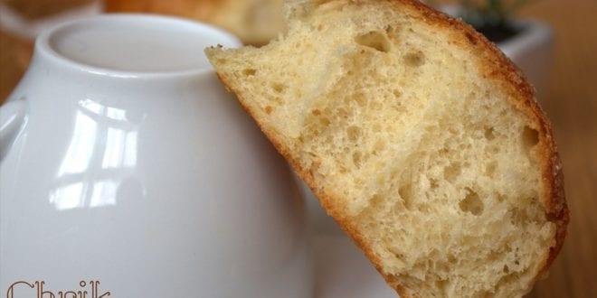 Chrik constantinois, brioche algerienne a la main