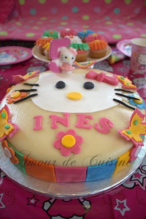 Gateau d 39 anniversaire hello kitty amour de cuisine - Gateau de couche hello kitty ...