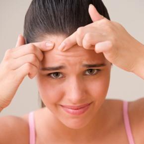 remède naturel contre l'acné: peau de banane