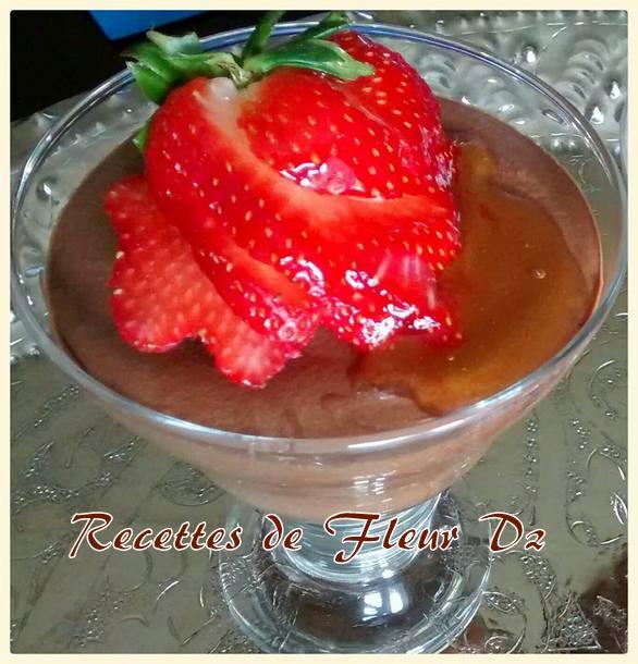 mousses au chocolat aux fraises