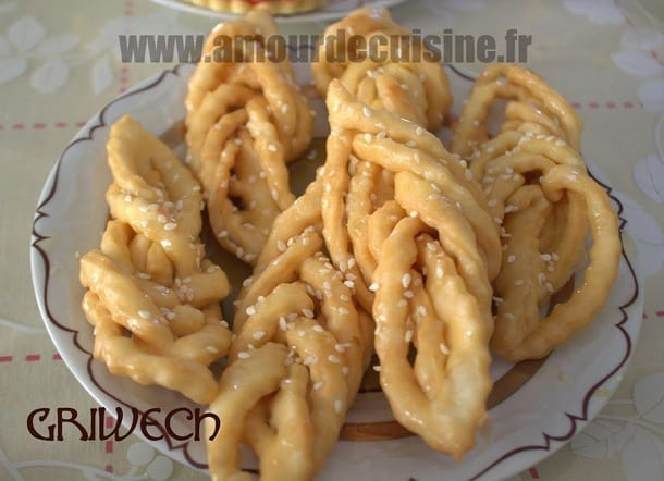 Griwech gateau algerien en video cuisine de soulef amour - Video amour dans la cuisine ...
