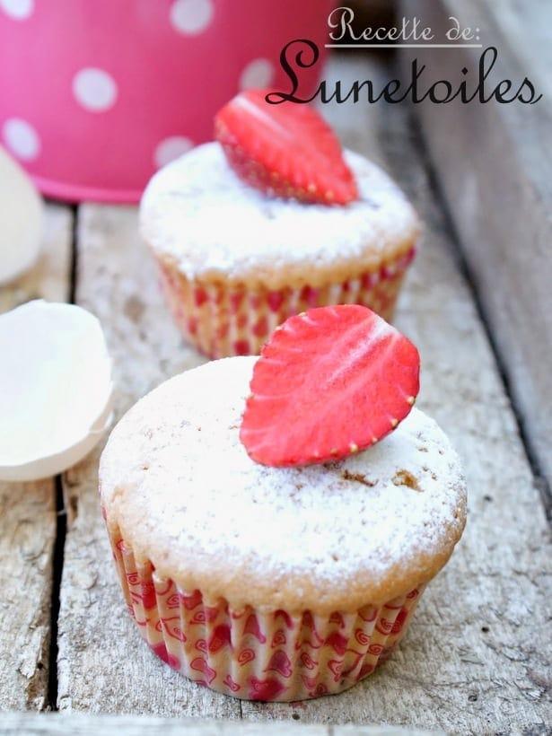 Muffins a l' amande avec des fraises07*-