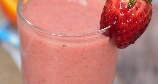 Smoothie banane orange fraises