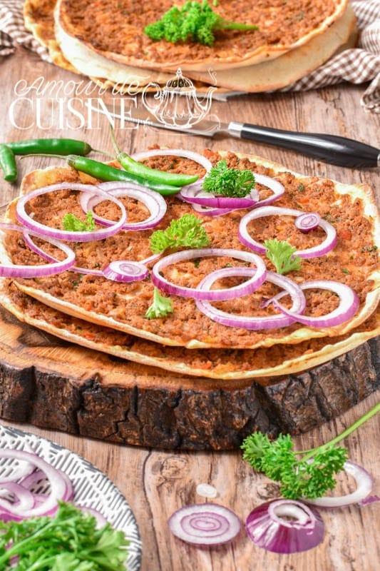 pizza turque lahmacun recette authentique de la pizza à la viande hachée