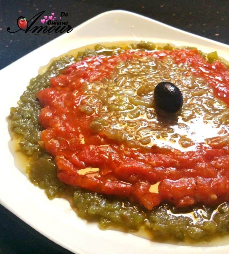 salade de poivrons grillés et piments grillés en sauce tomate