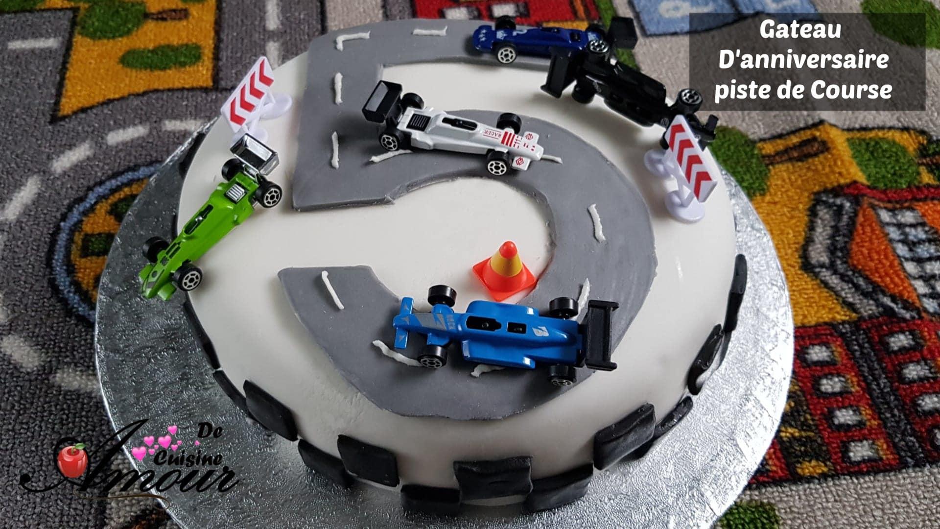 gateau d'anniversaire pour garçon piste de Course