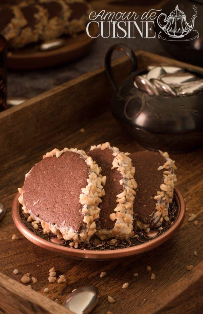 les biscuits russes aux cacahuètes et crème au beurre