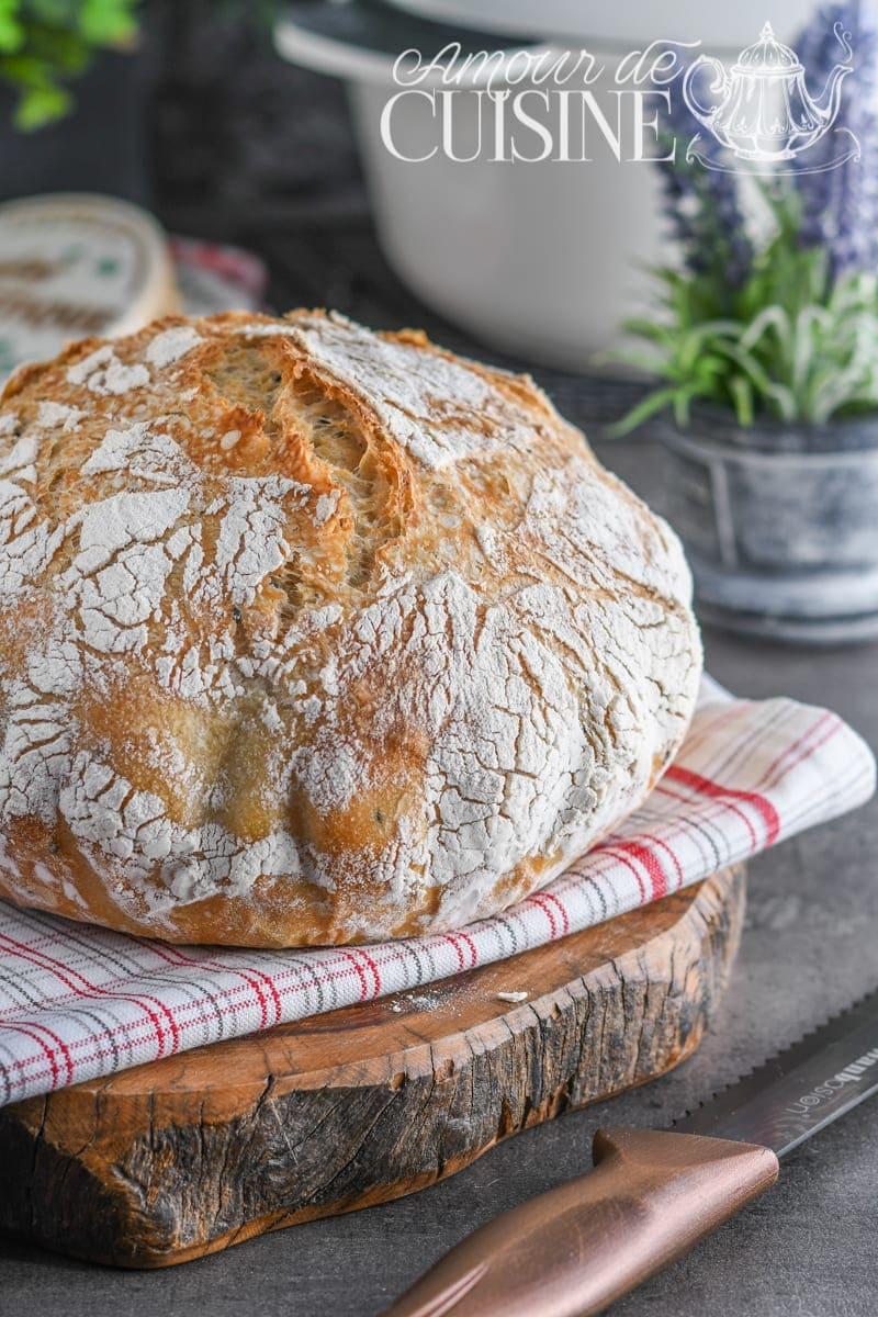 miche de pain blanc en cocotte