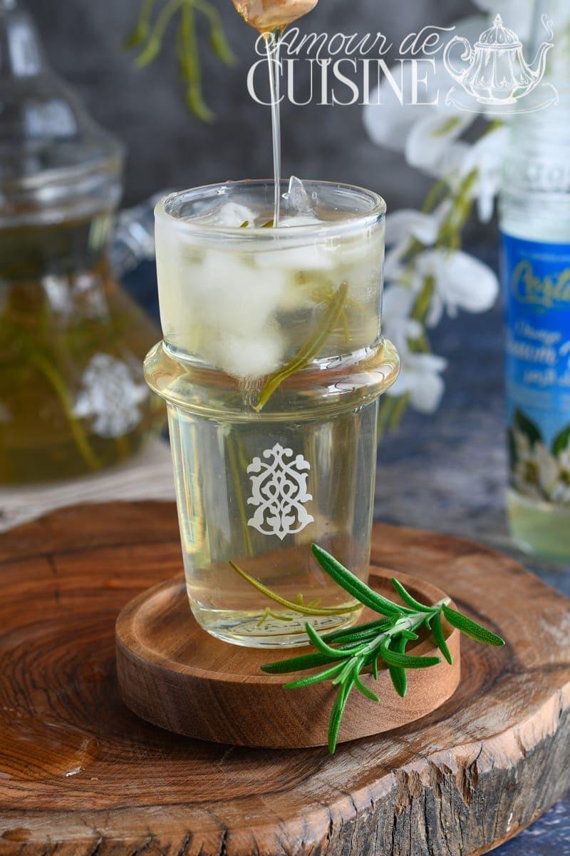 Tisane glacée au romarin et eau de fleur d'oranger