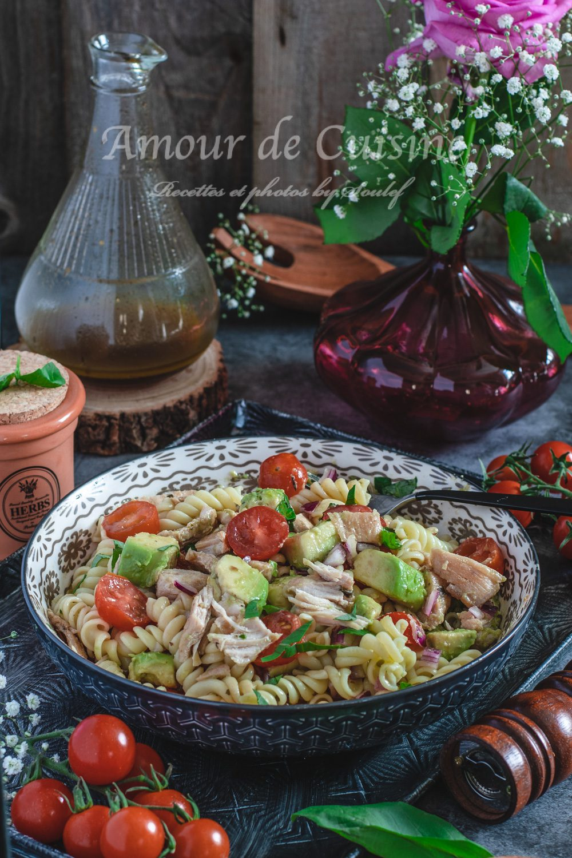Salade de pates au poulet et avocat