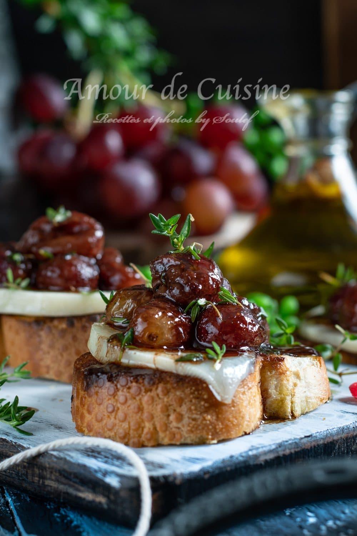 crostinis aux raisins rouges et chèvre